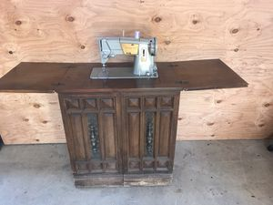 Antique Singer machine and cabinet for Sale in San Diego, CA