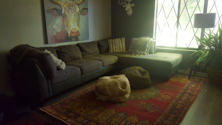 Grey sectional couch for Sale in Westerville,  OH