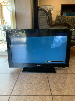32 inch Sharp Sony TV for Sale in Portland, OR