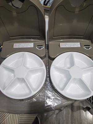 PetSafe Eatwell 5 meal feeder (2) for Sale in San Marcos, CA