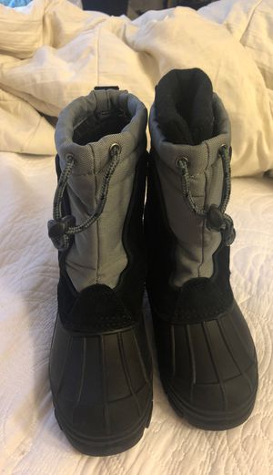 Kid boy snow boots size 12 for Sale in Chula Vista, CA