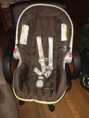 Gender Neutral Baby Graco Car Seat for Sale in Hopewell, VA