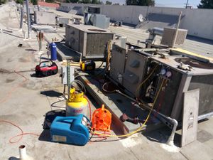 A/C RESIDENTIAL AND COMMERCIAL ABLAMOS ESPAÑOL R 22 FREON for Sale in Rialto, CA