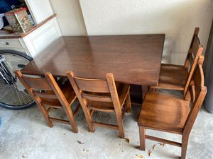Pottery barn kids table with 4 chairs 100$ for Sale in Boynton Beach, FL