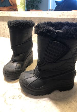 Size 10 kids snow boots for Sale in National City, CA