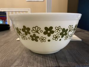 Pyrex white & green bowl 1 1/2 quart for Sale in Fort Lauderdale, FL