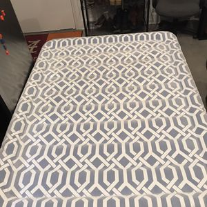 Queen Sized Air Mattress W/ Built In Pump for Sale in Portsmouth, VA