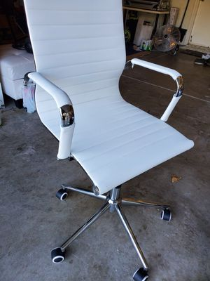 White leather office chair for Sale in Elk Grove, CA