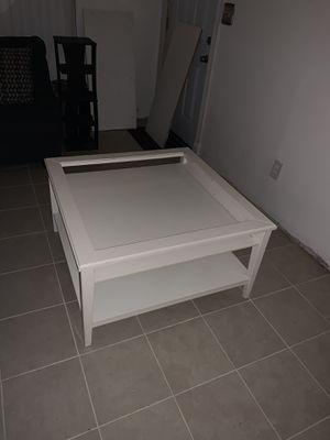 Nice Pretty White wood Table for Sale in La Mirada, CA