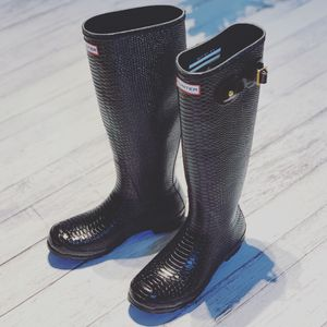 Hunter Tall Rain Boots Snake/Croc-Embossed Finish Size 8 for Sale in Lombard, IL