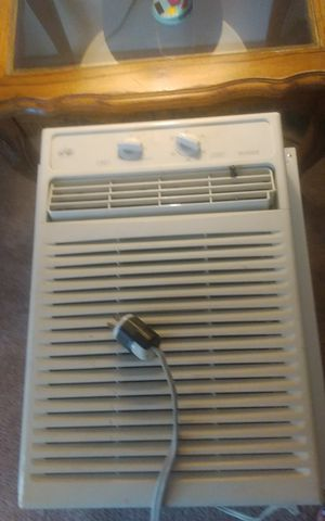 Window Ac Must go today (Reduced 25$) for Sale in Denver, CO