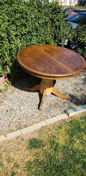 Nice Re finished round dining table for Sale in Fresno, CA