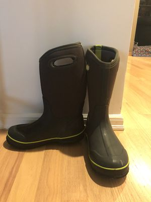 Bogs Kids Boys Size 4 Rain/Snow Boots for Sale in Bothell, WA