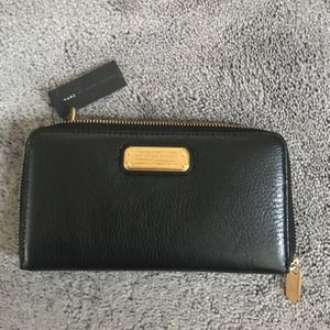 Authentic Marc Jacobs leather wallet-NEW for Sale in Gig Harbor, WA