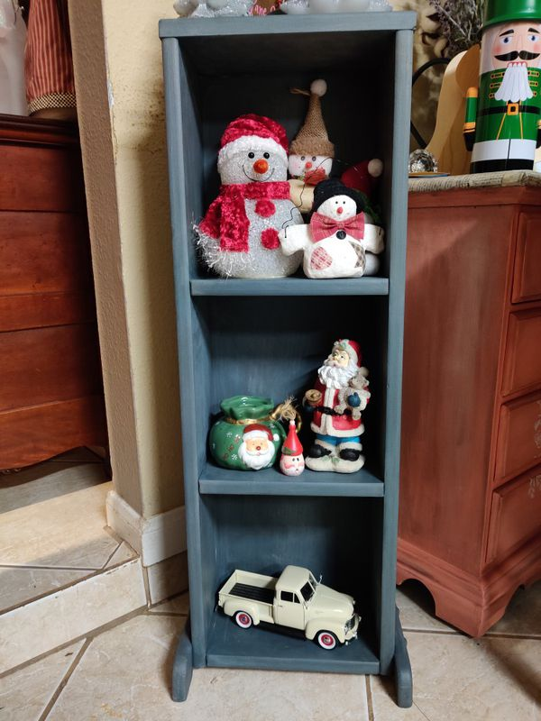 Small wood shelf with Christmas snowman
