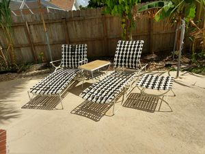 Pool side lounge chair set of 4 for Sale in Miami, FL