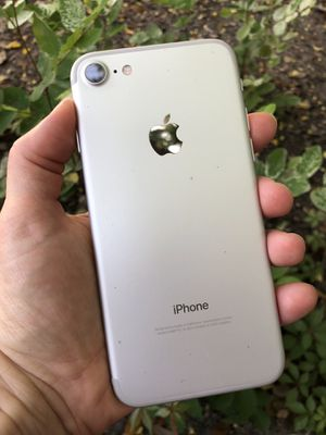 iPhone 7 128 GB Factory Unlocked (USA & Worldwide) & Apple Charger for Sale in Aventura, FL