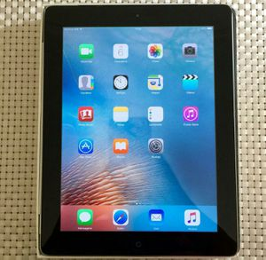 IPad 4 , 4th Generation. Cellular and Wi-Fi Internet access. Unlocked. 9.7 inch big size iPad ( Usable with Sim and Wi-Fi) for Sale in Springfield, VA