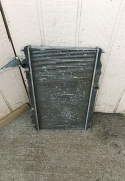 Free 2003 Nissan Altima 2.5 radiator for Sale in Cowiche,  WA