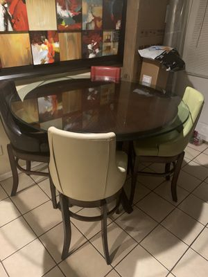 Round table with bar stools for Sale in Dallas, TX