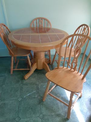 Kitchen table with 4 chairs for Sale in Santa Clara, CA