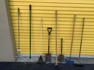 Shovels rakes and other gardening tools everything for $10 for Sale in Delray Beach, FL