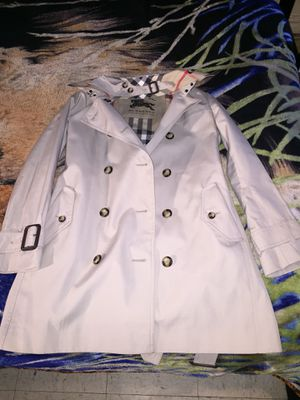 Female Burberry trench coat size small brand new never used the jacket was 800$ I'm only asking 375$ SERIOUS BUYERS ONLY 100% authentic for Sale in Bronx, NY
