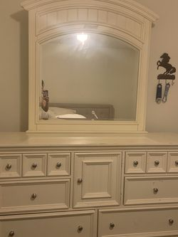 Used 6 Drawer One Cubby Dresser & Mirror for Sale in Orlando,  FL