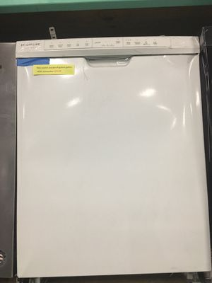 New scratch and dent Frigidaire gallery white dishwasher in excellent condition for Sale in Baltimore, MD
