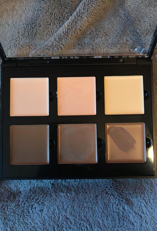 ANASTASIA BEVERLY HILLS cream contour kit-Light