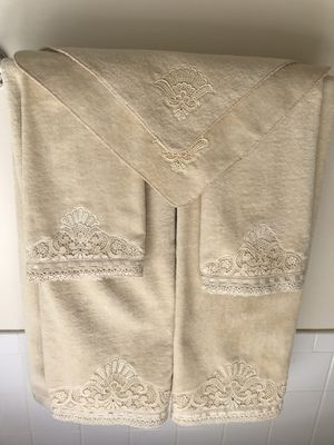 6 piece Beige Decorative Towel Set for Sale in North Springfield, VA