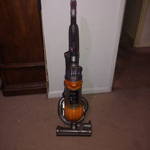 Dyson vacuum cleaner for Sale in Adelphi, MD