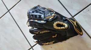 Mizuno glove for baseball is in very good condition left hand glove cheap price to sale for Sale in Kissimmee, FL