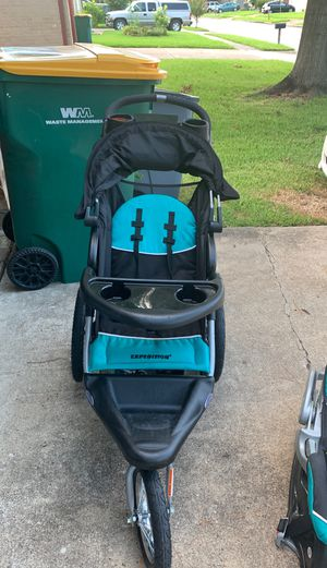 Jogging stroller with car seat for Sale in Manvel, TX