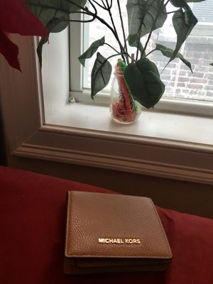 Brand new Michael Kors wallet... for Sale in New York, NY