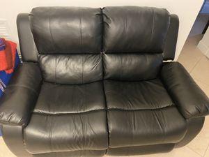 Sofá de Dos puestos reclinable y uno de un puesto 250$ for Sale in Miami, FL