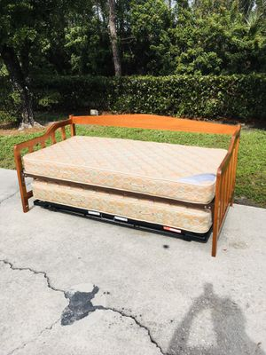 Wooden Daybed & Trundle DELIVERY AVAILABLE 🚗 for Sale in Bonita Springs, FL