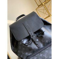 Mens Louis Vuitton Bag for Sale in Boston,  MA