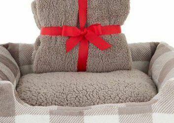Brand New Dog Bed and Blanket Set (18in x 22in) for Sale in Irvine,  CA