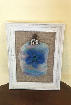Shabby chic frame with hand felted flower for Sale in Covington, WA