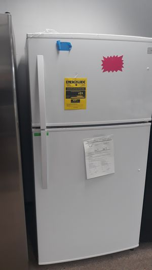 Kenmore white top and bottom refrigerator brand new for Sale in Laurel, MD