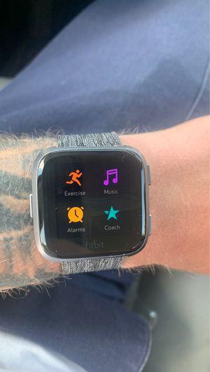 Smartwatch Fitbit versa for Sale in Philadelphia, PA