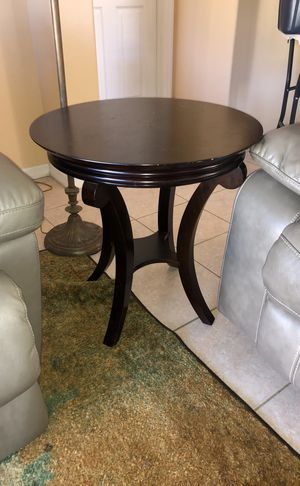 Brown Circular Table w/ Small Shelf for Sale in Lakewood Ranch, FL