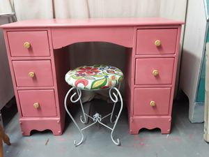 Pink vanity or small desk with stool. for Sale in Raleigh, NC