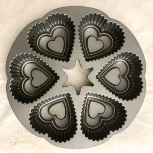 Wilton 6-Heart Round Pan - Nordic Ware for Sale in Federal Way, WA