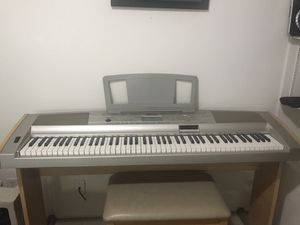 Yamaha Portable Grand Piano DGX-500 for Sale in Irvine, CA