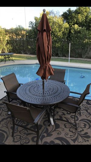 Patio set table & chairs. Comes with an umbrella. Nice shape. (Tempe) for Sale in Tempe, AZ