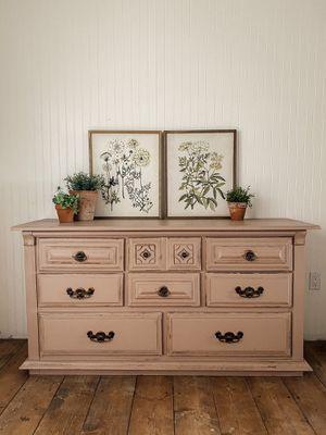 Blush 8 drawer dresser for Sale in Mount Vernon, WA