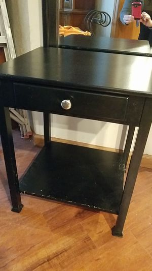 Small table with drawer/shelf for Sale in Everett, WA