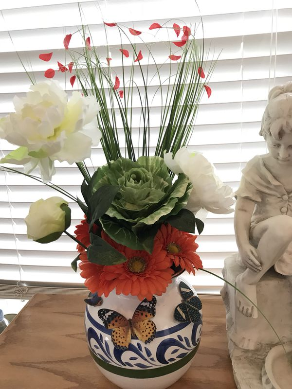 Beautiful! Silk Flower Arrangement in gorgeous porcelain Vase